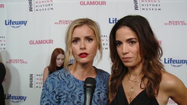 interview brianna brown and ana ortiz at women making history awards honoring kerry washington instagram coo marne levine spacex president coo gwynne... - direttrice video stock e b–roll