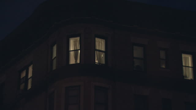 stockvideo's en b-roll-footage met zi night brick apartment building with rounded cornice and white curtains / new york, new york, usa - loft apartment