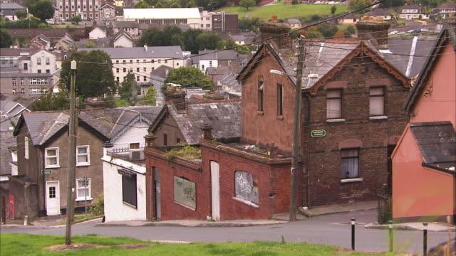 vídeos y material grabado en eventos de stock de brick houses in ireland - casa de ladrillo