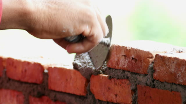 brick installation - bauarbeiter stock-videos und b-roll-filmmaterial