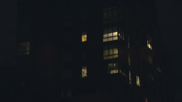 stockvideo's en b-roll-footage met tu nioht brick loft apartment building with water tower and one way sign / new york, new york, usa - loft apartment