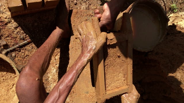 brick der prozess in sri lanka - ziegel stock-videos und b-roll-filmmaterial