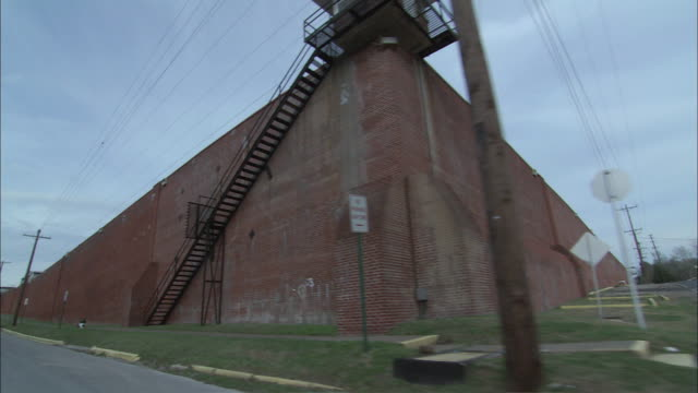 pan brick wall of hunstville penitentiary / huntsville, texas, united states - prison wall stock videos & royalty-free footage