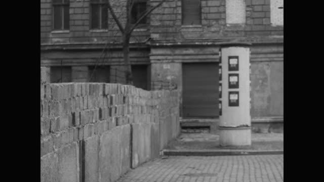 bricked up windows of opposing buildings - 1962 bildbanksvideor och videomaterial från bakom kulisserna