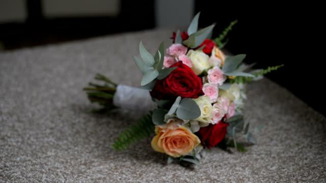 vídeos de stock, filmes e b-roll de buquê de noiva - bouquet
