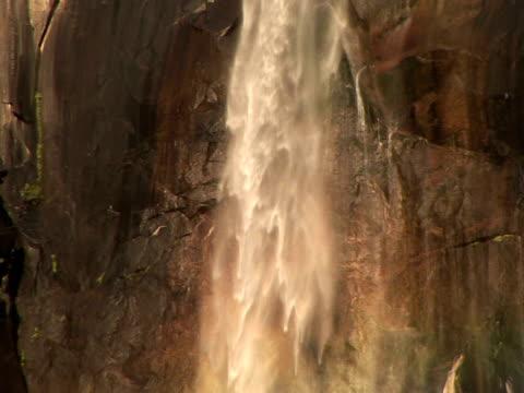 cu, zo bridal veil falls, rainbow, valley floor, yosemite national park, california, usa - bridal veil falls yosemite stock videos & royalty-free footage