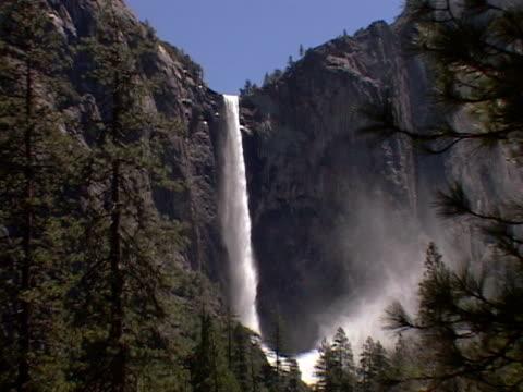 bridal veil falls, yosemite national park - bridal veil falls yosemite stock videos & royalty-free footage