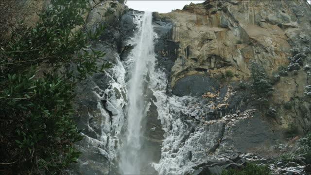 bridal veil falls, yosemite national park, winter, slomo - bridal veil falls yosemite stock videos & royalty-free footage