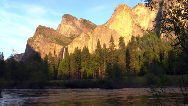 vídeos de stock, filmes e b-roll de bridalveil fall, landscape, yosemite national park, california - cachoeira bridalveil yosemite