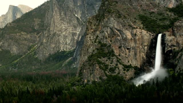bridalveil faller i yosemite national park - yosemite nationalpark bildbanksvideor och videomaterial från bakom kulisserna