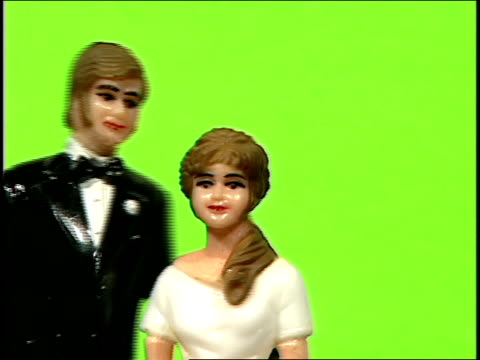 bride and groom figurines spinning in front of green screen - chroma key stock videos & royalty-free footage