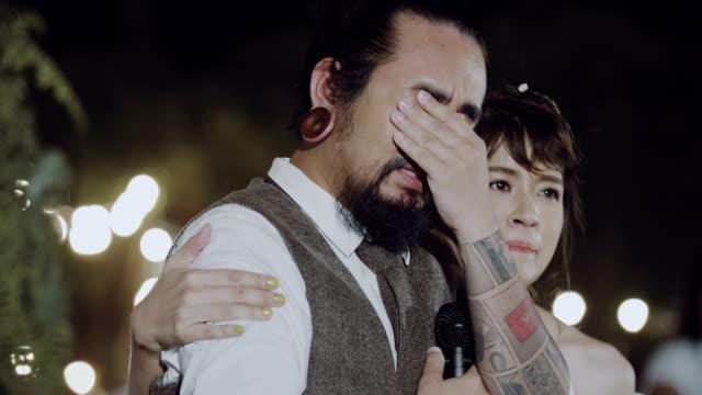 vídeos de stock e filmes b-roll de bride and groom on their wedding day - speech
