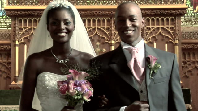 stockvideo's en b-roll-footage met bride and groom - bruiloft