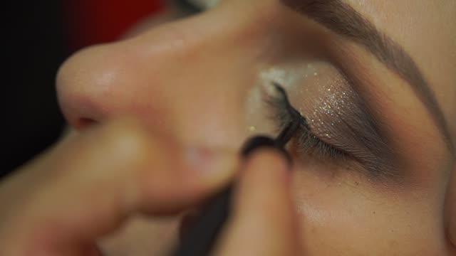 vídeos de stock e filmes b-roll de bride being made up for her wedding - blush