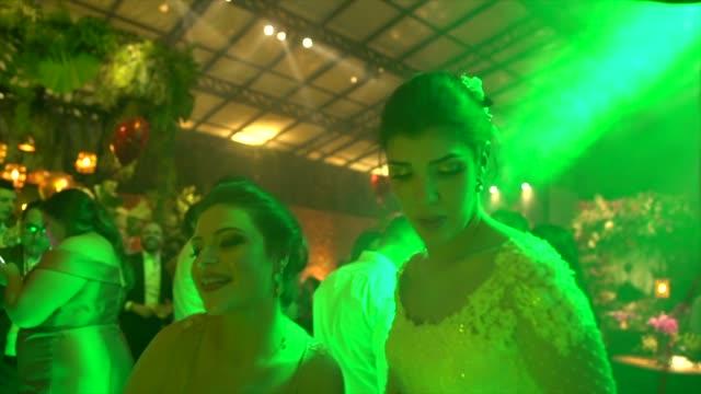 bride dancing with wedding guests - wedding reception stock videos & royalty-free footage
