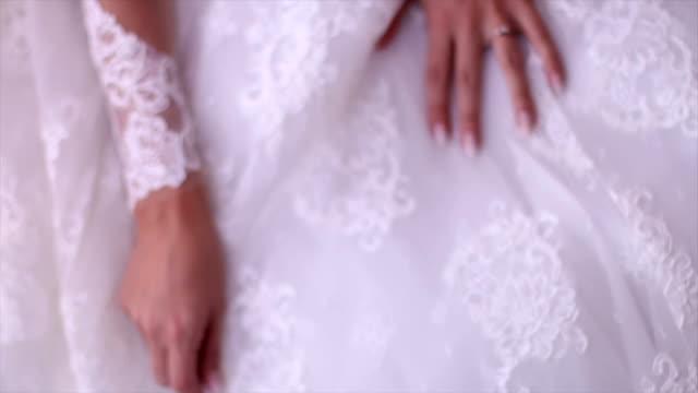 Braut im weißen Kleid