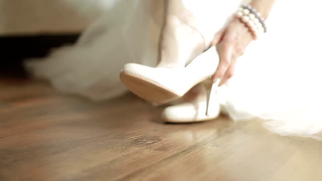 bride shoe elegance