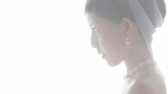 bride smiling - 花嫁点の映像素材/bロール