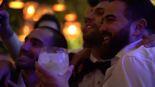 bridegroom and friends taking a selfie during the wedding party - testimone ruolo dell'uomo video stock e b–roll