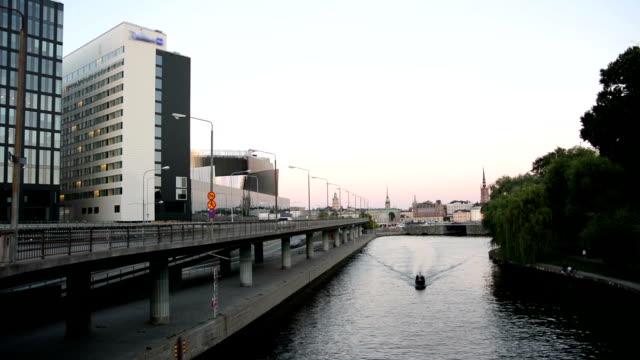 bron och kanalen i stockholm - strandnära bildbanksvideor och videomaterial från bakom kulisserna