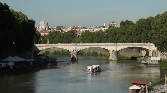ws bridge and tourboat on river tiber / rome, italy - tourboat stock videos & royalty-free footage