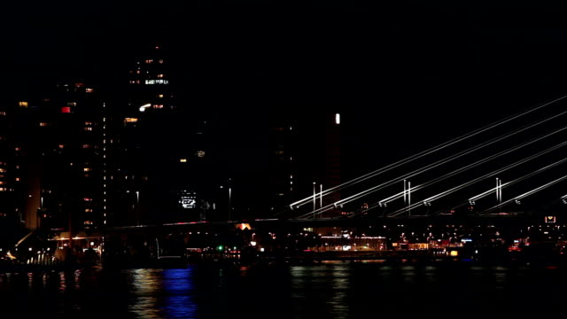 stockvideo's en b-roll-footage met bridge by night in rotterdam - hersenstam