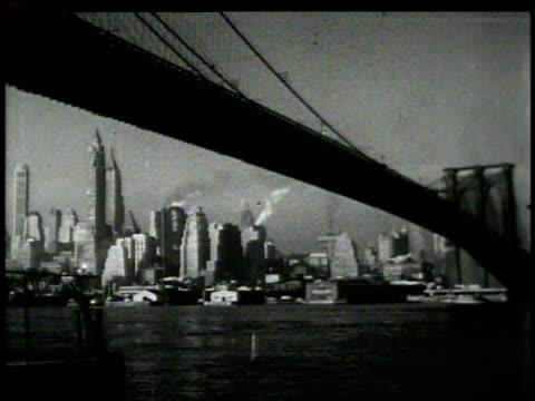 vídeos y material grabado en eventos de stock de 1946 ws bridge crossing skyline of new york city / new york, united states - 1946