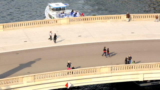 vídeos y material grabado en eventos de stock de puente en berlín-mitte, lapso de tiempo - centro de berlín
