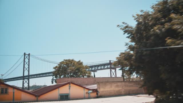 リスボンの橋 - 4月25日橋点の映像素材/bロール