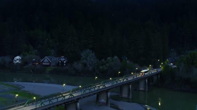 vídeos de stock, filmes e b-roll de ponte em monte rio, califórnia-antena - rio russian