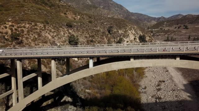 リトルタジャンガキャニオン - 空中ドローン クリップの橋 - エンジェルス国有林点の映像素材/bロール