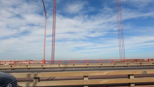 橋 - リスボン - 曇り - 高速道路 - 旗棒点の映像素材/bロール