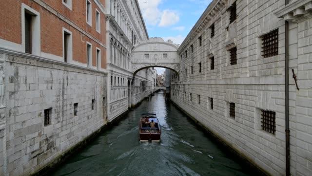 Bridge of Sighs with boat, Venice, Venetian Lagoon, Veneto, Italy