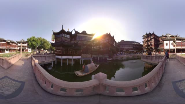 360 VR, Bridge over pond in Yuyuan gardens at sunrise