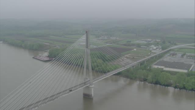 vidéos et rushes de ws aerial ds bridge over river / unspecified - rivière ohio