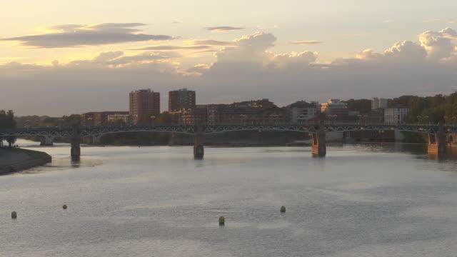 "bridge ""pont saint-pierre"" - トゥールーズ点の映像素材/bロール"