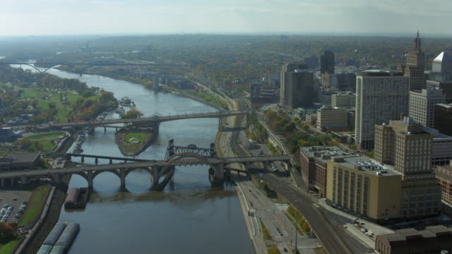 bridges cross river in downtown st paul - saint paul stock-videos und b-roll-filmmaterial