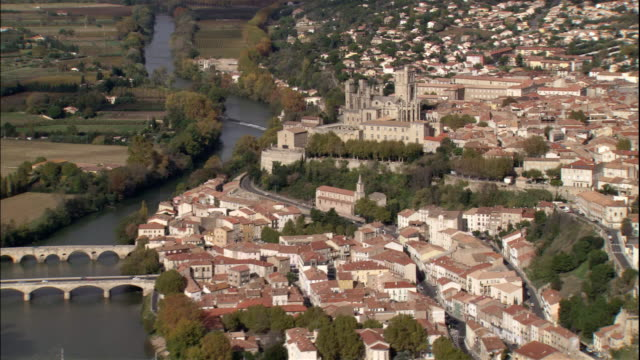 stockvideo's en b-roll-footage met bridges span over the orb river near the cathedrale saint nazaire in france. - frankrijk