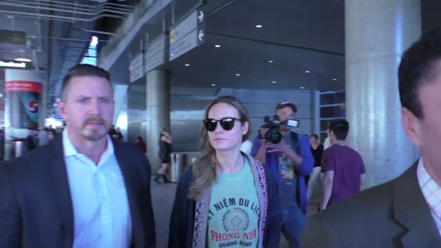 brie larson arriving at lax airport in los angeles in celebrity sightings in los angeles - brie stock videos & royalty-free footage