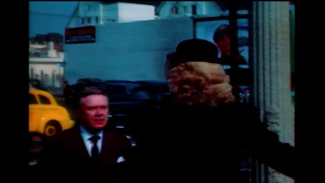 brief home movie june havoc on the street in hollywood 1940s - skådespelerska bildbanksvideor och videomaterial från bakom kulisserna