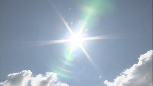 a bright corona shines around the sun. - sonnenlicht stock-videos und b-roll-filmmaterial