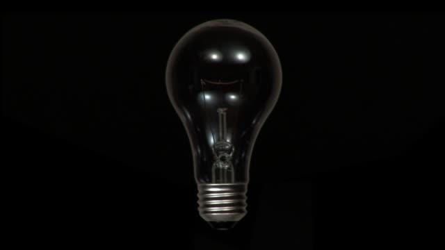 vídeos y material grabado en eventos de stock de gran idea - bombilla