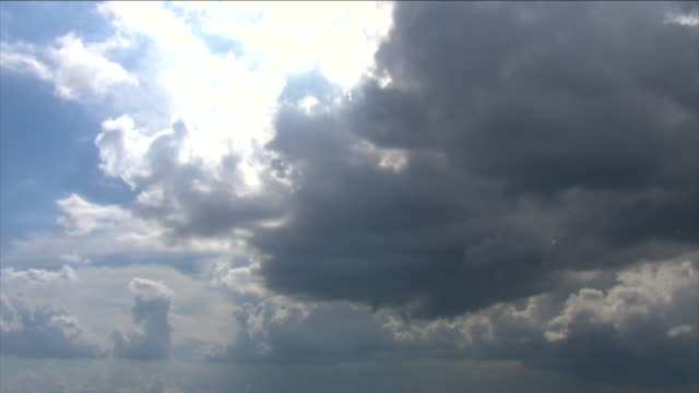 bright sunlight shines through storm clouds. - 宇宙・天文点の映像素材/bロール