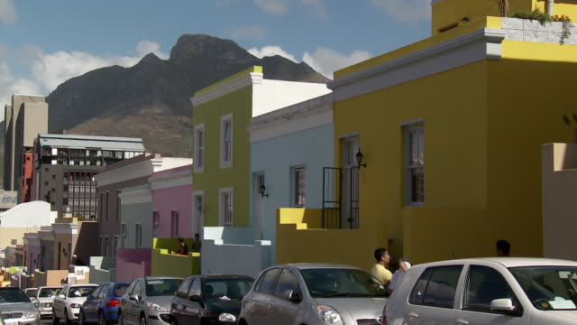 WS Brightly colored houses with Table Mountain in background, Bo-Kaap, Cape Town, Western Cape Province, South Africa