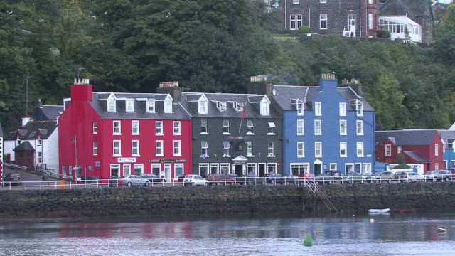 ws brightly painted houses on water front / tobermory, scotland, united kingdom - multi coloured stock videos & royalty-free footage