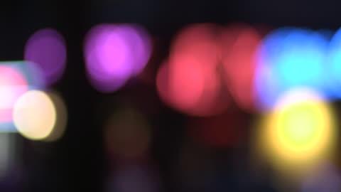 vídeos y material grabado en eventos de stock de brightly-coloured bokeh created by neon lights in pigalle, paris. - fondo colorido