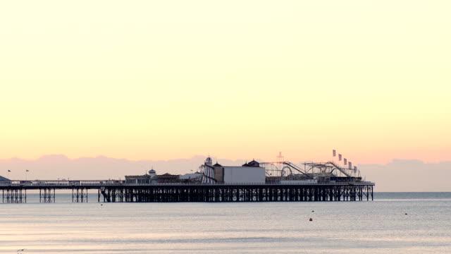 ブレアズヴィル日の出桟橋 - ブライトン パレスピア点の映像素材/bロール
