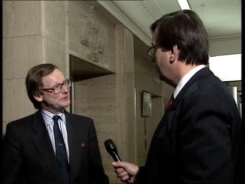briish beef ban; e)nao: itn lib last friday intvw with agriculture minister john gummer: - landwirtschaftsminister stock-videos und b-roll-filmmaterial