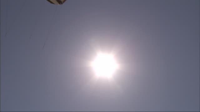 a brilliant sun shines on a parasail. - 宇宙・天文点の映像素材/bロール
