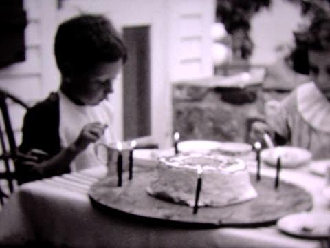 vidéos et rushes de 1937 bringing out birthday cake - bébés garçons